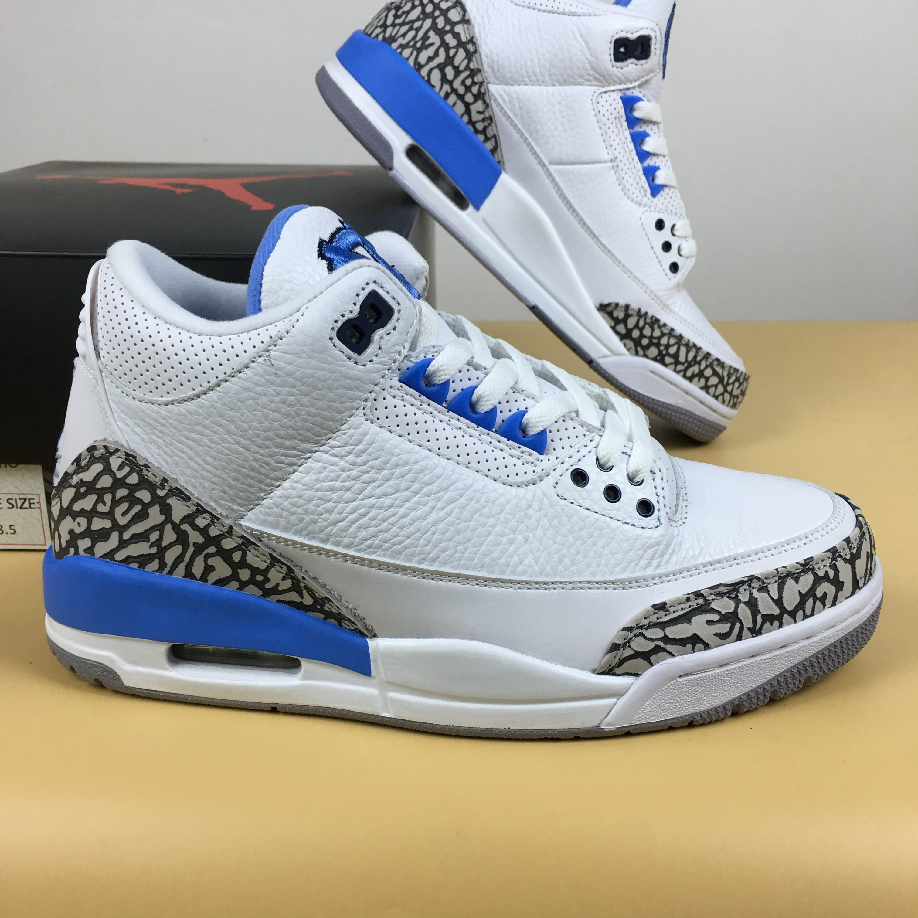 Air jordan 3 Retro UNC Shoes
